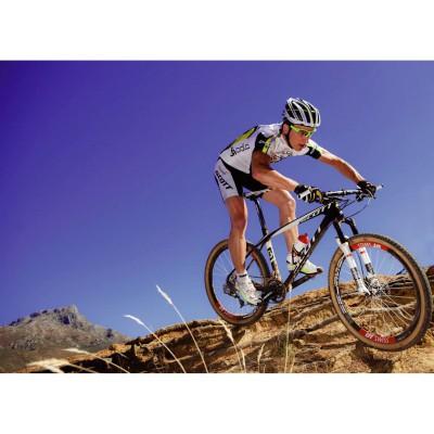 Mountainbike-Weltmeister Nino Schurter in der Missile Bikehose Men 2013 von ODLO