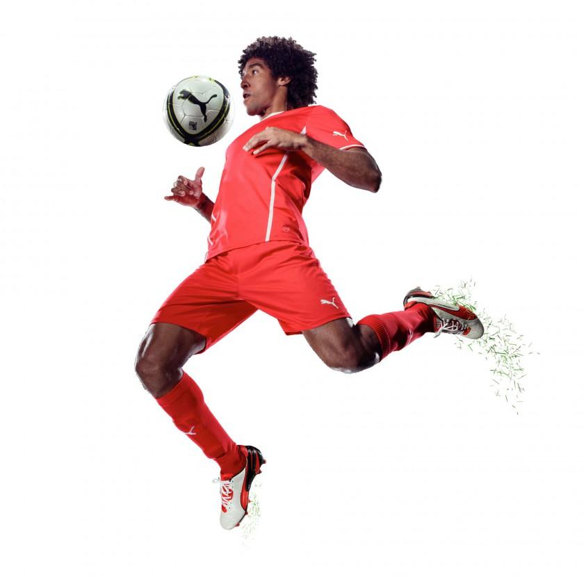 Dante vom FC Bayern Mnchen im neuen KING FG Fussballschuh weiss/rot/schwarz 2013 von PUMA