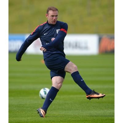 Wayne Rooney beim Training im Hypervenom Fussballschuh 2013 von Nike