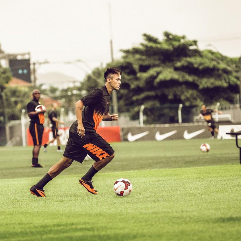 Neymar jr. beim Training im Hypervenom Fussballschuh 2013 von Nike