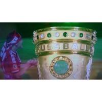 Bastian Schweinsteiger vom FC Bayern Mnchen nach dem Pokalsieg 2013 und der DFB Pokal