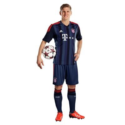 UEFA Champions League Trikot/Kit FC Bayern Mnchen 2013/14 von adidas: Bastian Schweinsteiger