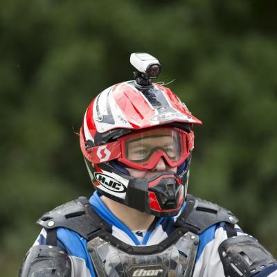 VIRB Action-Kamera montiert auf einem Motocross-Helm 2013 von GARMIN