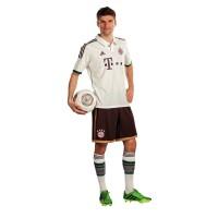 FC Bayern Mnchen: Thomas Mller im neuen Auswrts-Trikot 2013/14 von adidas