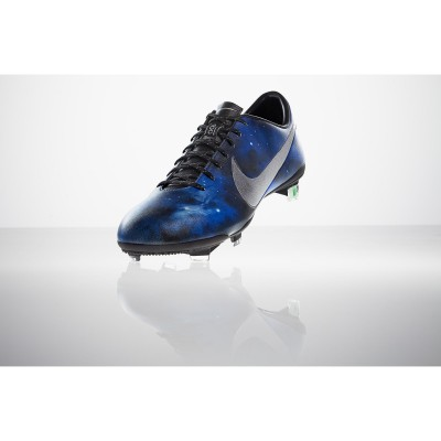 Mercurial Vapor IX: Cristiano Ronaldos CR7 Fussballschuh im Supernova Design front 2013 von Nike