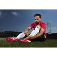 Xavi in seinem neuen Predator LZ Fussballschuh - Samba Edition pink 2013 von adidas