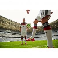 Mesut zil im neuen DFB-Heim-Trikot fr die Fussball-Weltmeisterschaft 2014 in Brasilien von adidas