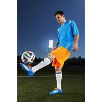 BRAZUCA: Lionel Messi mit dem Spielball der FIFA Fuball-Weltmeisterschaft 2014 in Brasilien detail von adidas