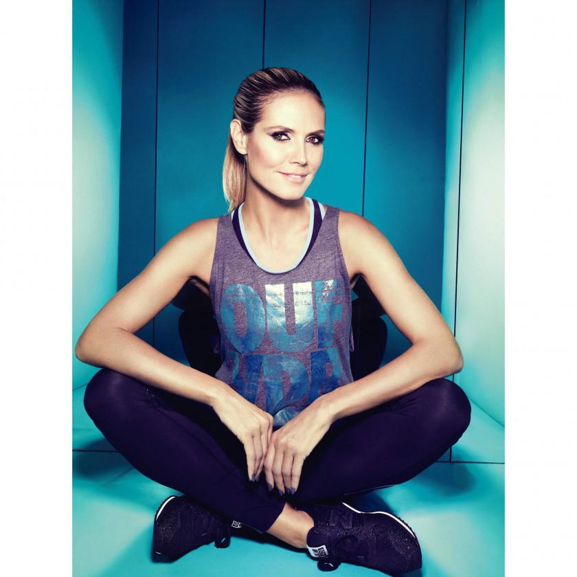 Heidi Klum prsentiert ihre Heidi Klum for New Balance Sportbekleidungs-Kollektion 2014 - sitzend