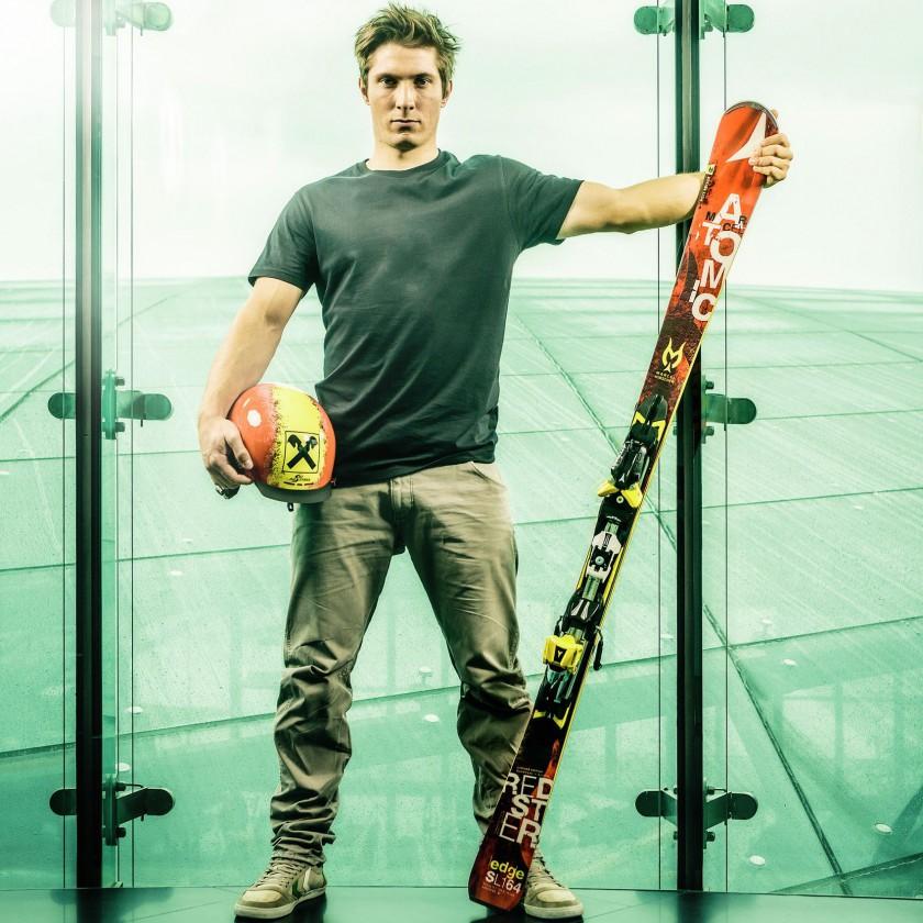 Marcel Hischer gewann mit Ski, Schuhe, Brille und Helm von ATOMIC die Silbermedaille bei der Winterolympiade 2014 in Sotschi