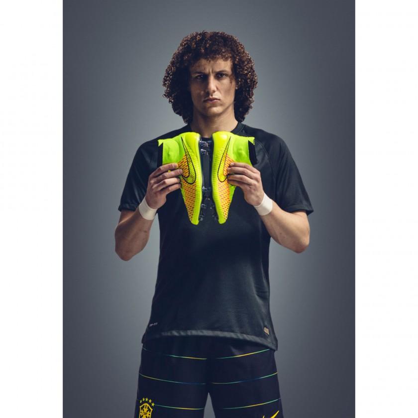 David Luiz vom FC Chelsea mit dem Magista Fußballschuh 2014 von Nike