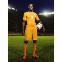 Yaya Toure im Trikot Elfenbeinkste Home fr die Weltmeisterschaft 2014 in Brasilien von PUMA