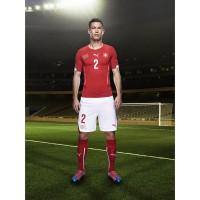 Stephan Lichtsteiner im Trikot Schweiz Home fr die Weltmeisterschaft 2014 in Brasilien von PUMA