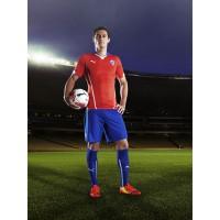 Marcos Gonzalez im Trikot Chile Home fr die Fussball-Weltmeisterschaft 2014 in Brasilien von PUMA