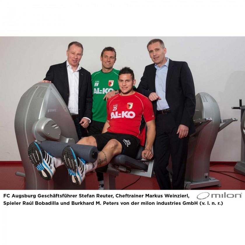 Stefan Reuter, Markus Weinzierl u. Raul Bobadilla vom FC Augsburg sowie Burkhard M. Peters von milon 2014
