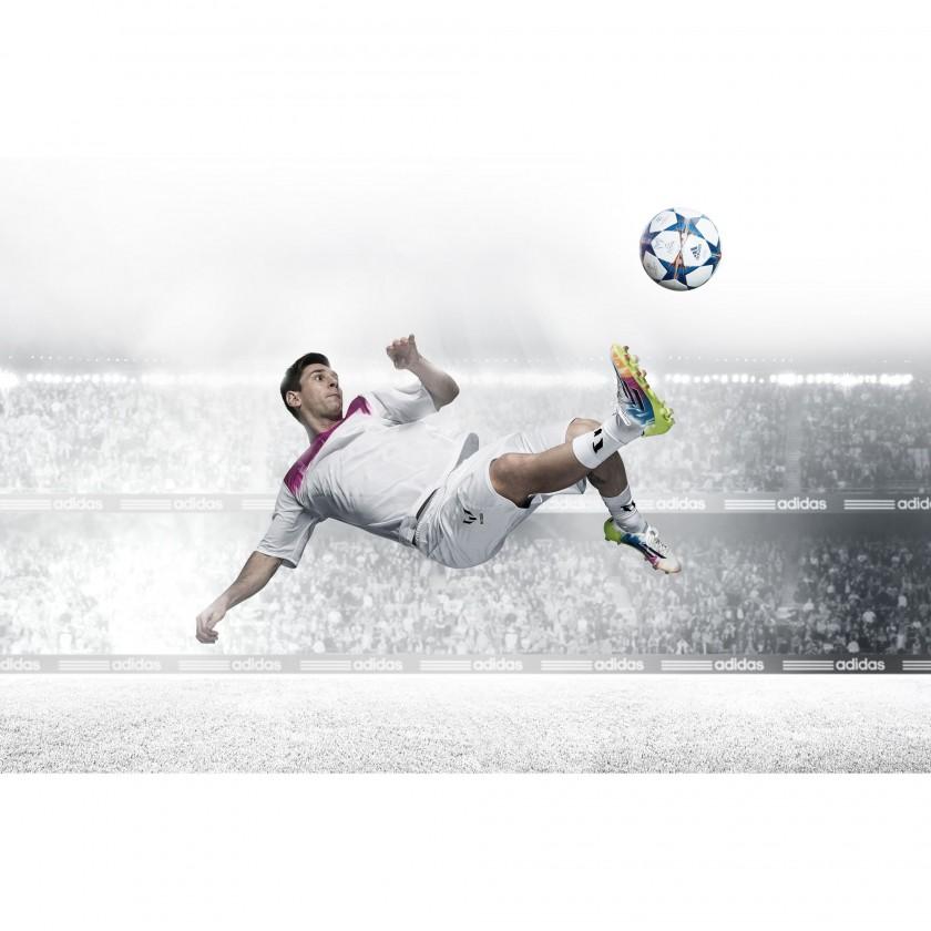 Lionel Messi Fallseitzieher in seinem neuen adizero f50 Fußballschuh white/colored 2014 von adidas