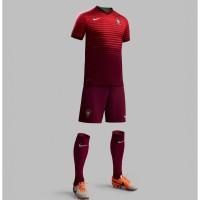 Portugal Heim-Outfit Trikot, Hose, Socken fr die Fuball-Weltmeisterschaft 2014 in Brasilien von NIKE