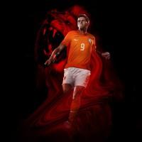Klaas-Jan Huntelaar im Niederlande Heim-Outfit Trikot, Hose, Socken fr die Fuball-Weltmeisterschaft 2014 in Brasilien von NIKE