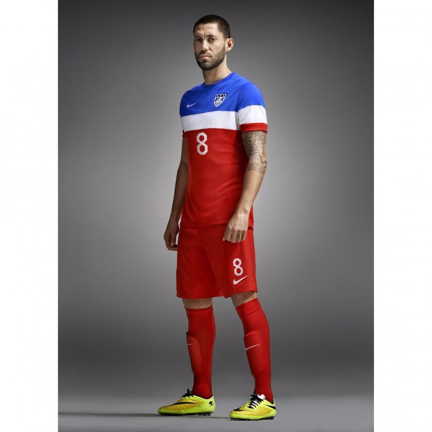 new style 069b6 925ec Bild: Clint Dempsey im USA Auswärts-Outfit (Trikot, Hose ...