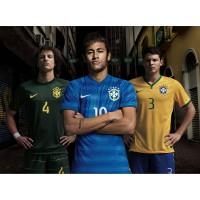 Neymar, David Luiz und Kapitn Thiago Silva in den Trikots Brasiliens fr die Fuball-Weltmeisterschaft 2014 in Brasilien von NIKE
