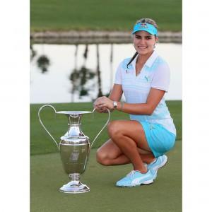 Lexi Thompson gewinnt Kraft Nabisco Championship 2014 mit COBRA Golf Equipment sowie PUMA Golf Bekleidung und Schuhe