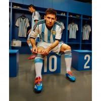 Lionel Messi im Argentinien Heim-Outfit Trikot, Hose, Socken fr die Fuball-Weltmeisterschaft 2014 in Brasilien von adidas