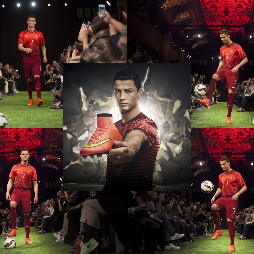 Cristiano Ronaldo präsentiert d. Mercurial Superfly IV Fußballschuh 2014 von Nike in red/gold