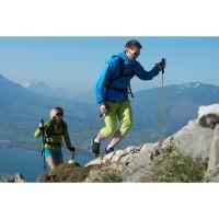 Schnelles Hiking bergauf in der  L.T.K. Fast Hiking Kollektion Men/Women 2014 von MILLET