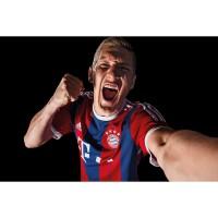 Bastian Schweinsteiger vom FC Bayern Mnchen im neuen Heim-Trikot Fuball-Bundesliga Saison 2014/15 von adidas