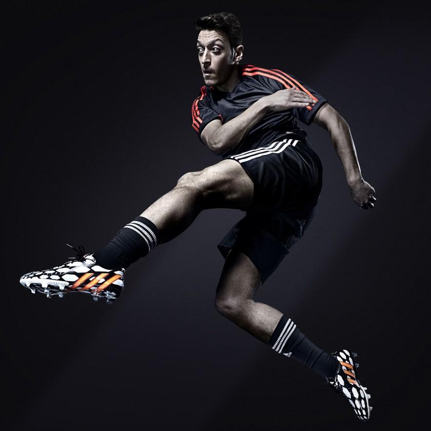 Mesut zil im Predator Battle Pack Fußballschuh 2014 von adidas