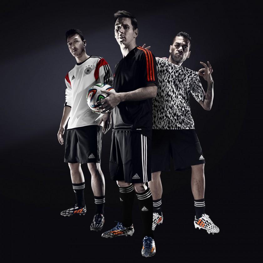 Lionel Messi und Mesut zil in Fußballschuhen des Battle Pack 2014 von adidas