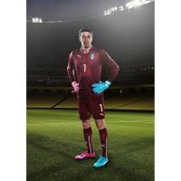 Gianluigi Buffon - Torwart Italien - im evoPOWER Tricks Fuballschuh 2014 von PUMA