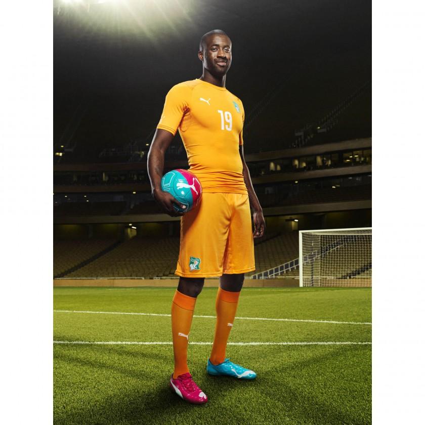 Yaya Toure - Mittelfeld Elfenbeinküste - im evoPOWER Tricks Fußballschuh 2014 von PUMA