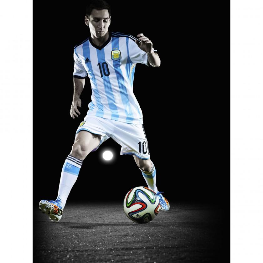Lionel Messi im adizero F50 Messi Battle Pack Fußballschuh u. im Trikot Argentiniens 2014 von adidas