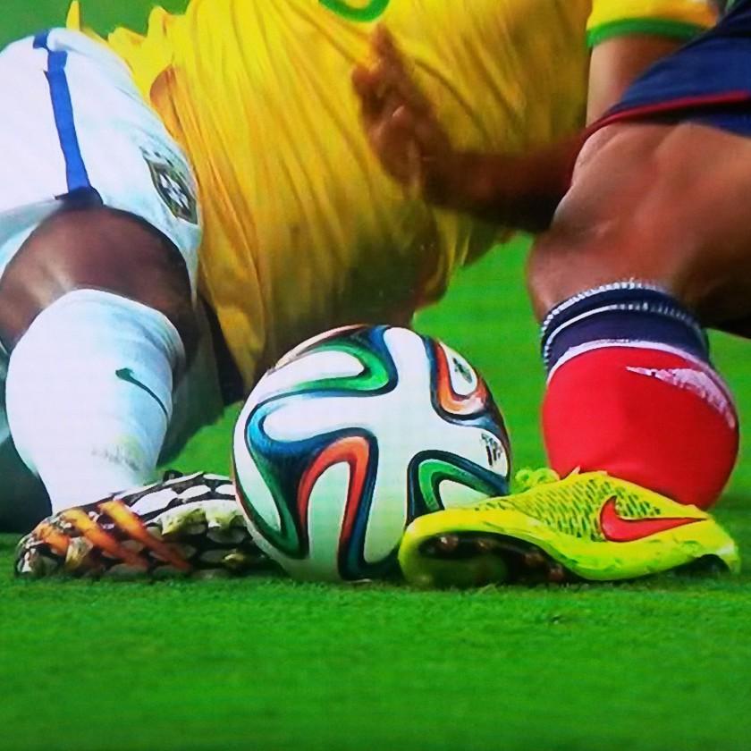 Fußball WM 2014: Nike vs. adidas