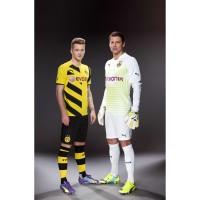 Marco Reus u. Roman Weidenfeller vom BVB in neuen Heim- und Torwart-Outfits fr 2014/15 von PUMA