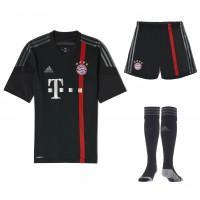 FC Bayern Mnchen Champions League Trikot, Shorts, Stutzen 2014/15 von adidas
