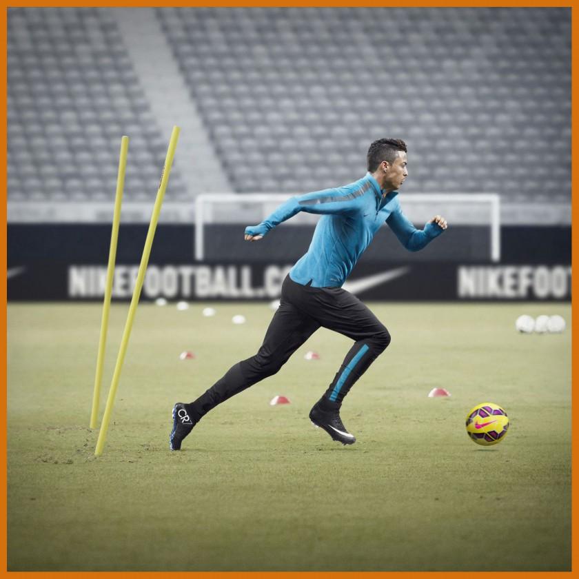 Cristiano Ronaldo Sprint im neuen Mercurial Superfly IV CR7 Fußballschuh black 2014 von Nike