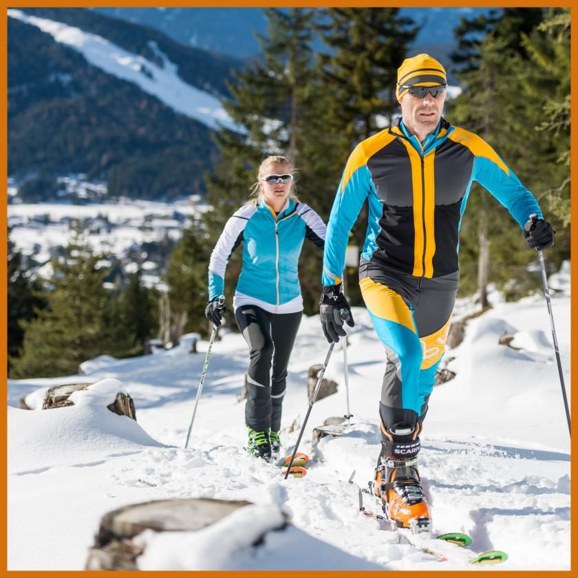 Skitouring-Action im Speed-Hoody FZ u. Speedtourenhose WS Softshell light Mix 2014/15 von Löffler