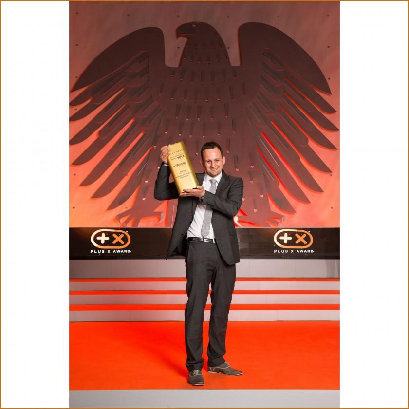 Silbaerg Gründer Jörg Kaufmann nimmt den Plus X Award Most Innovative Brand 2014 entgegen