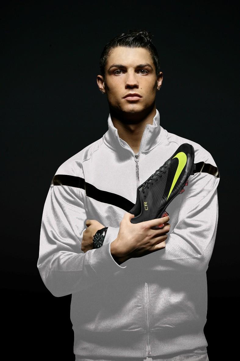 Cristiano Ronaldo mit der Black Edition des Mercurial Vapor Superfly