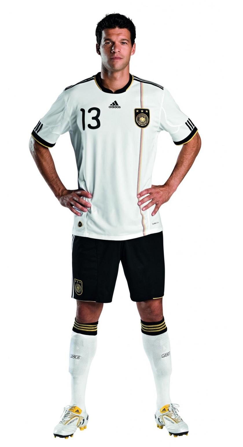 Michael Ballack im neuen WM Trikot fr Sdafrika 2010