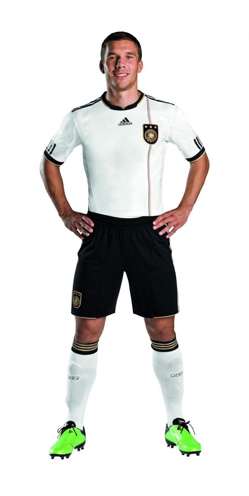 Lukas Podolski im neuen köperbetonten, mit adidas TECHFit PowerWEB Technologie ausgestattetem WM-Trikot für Südafrika 2010