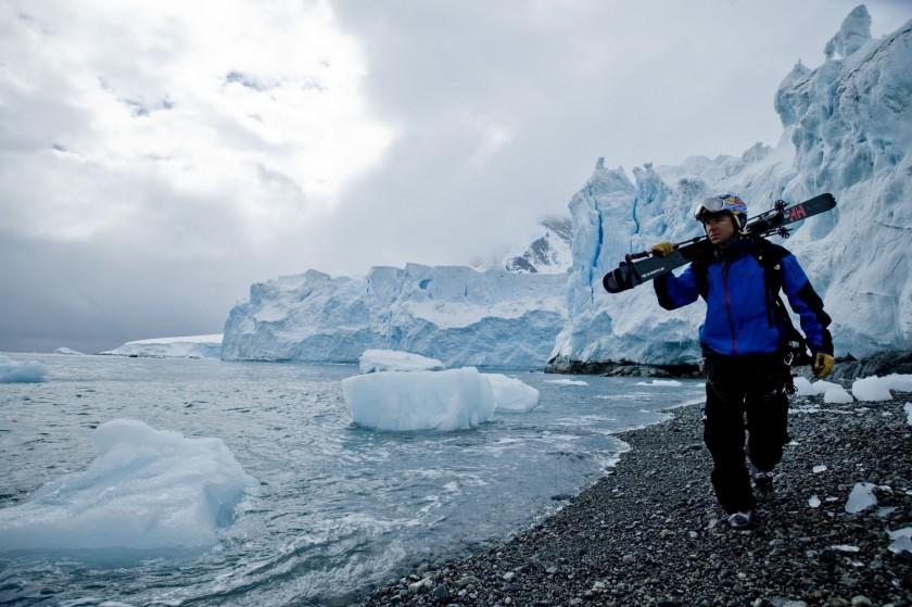 Chris Davenport whrend seiner Antarktis Expidition 2009 am Wasser