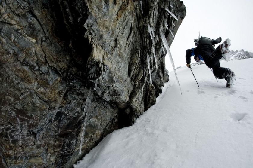 Chris Davenport whrend seiner Antarktis Expidition 2009 beim Aufstieg