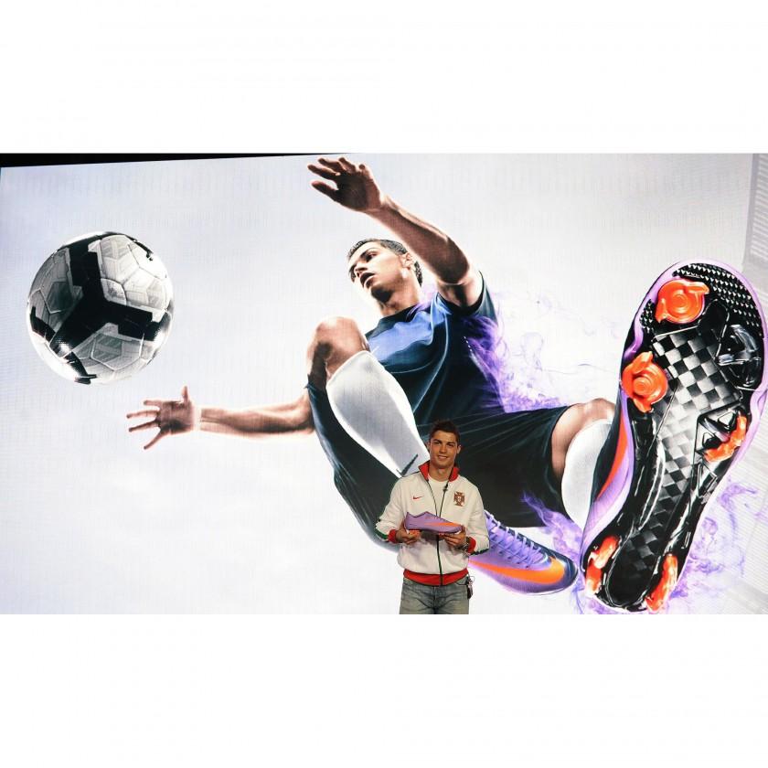 Cristiano Ronaldo mit dem Fußballschuh Mercurial Vapor Superfly II in Aktion