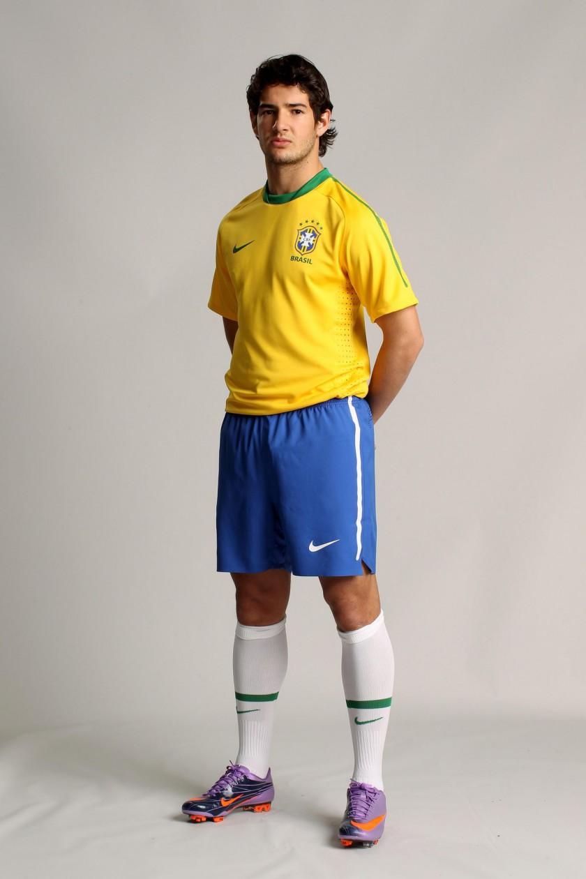 Das neue Nike-Outfit der brasilianischen Nationalmannschaft für die WM 2010 Pato im Mercurial Vapor Superfly II