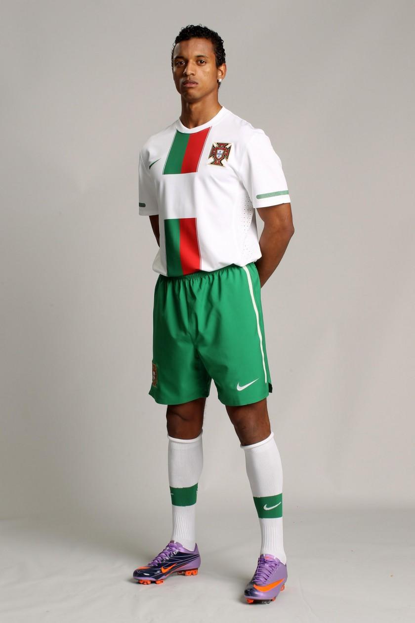 Das neue Nike-Outfit der portugiesischen Nationalmannschaft für die WM 2010  Nani im Mercurial Vapor Superfly II