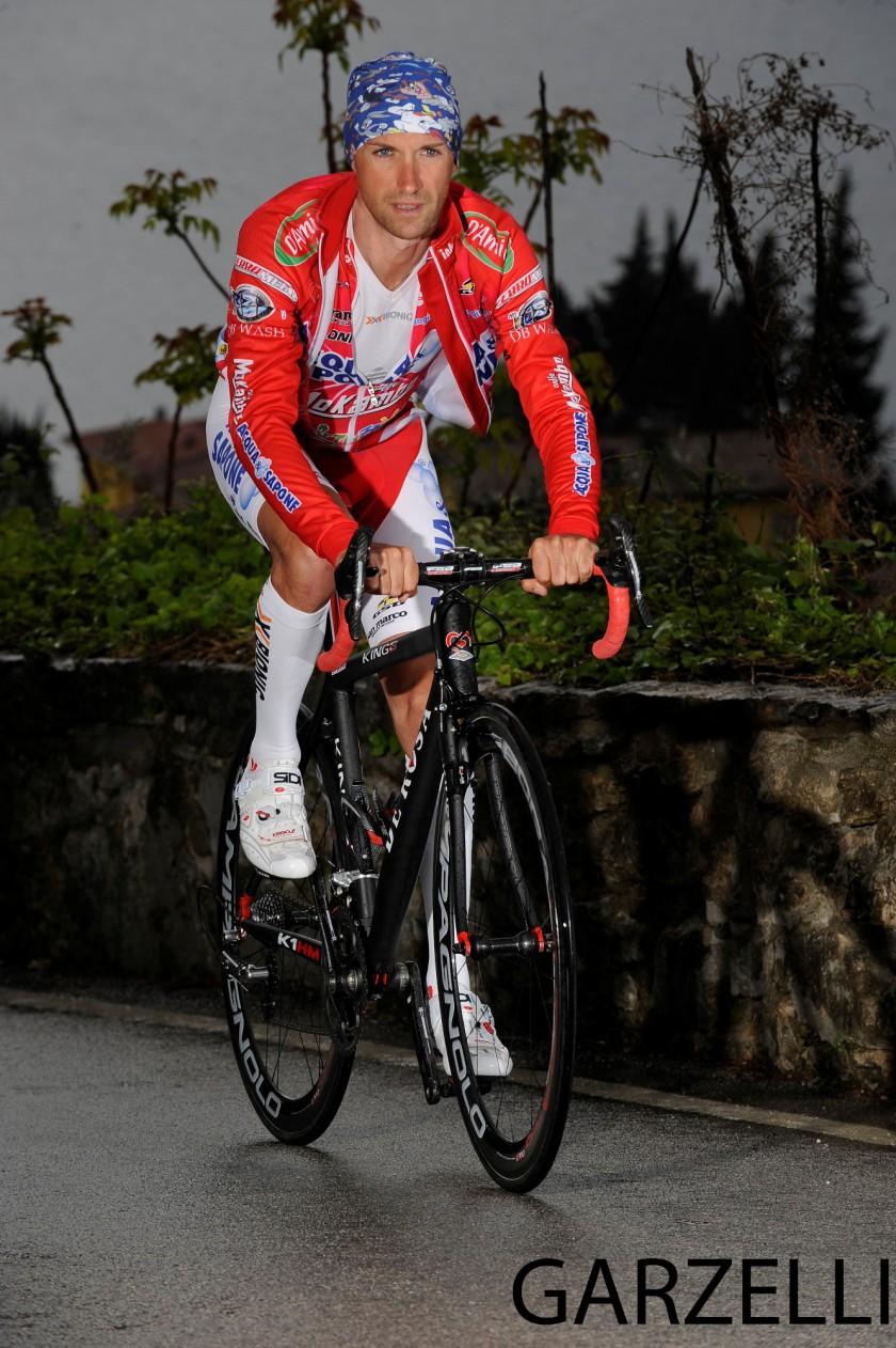 Stefano Garzelli mit X-Bionic Bekleidung auf dem Rennrad
