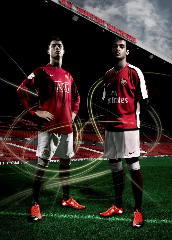 Cristiano Ronaldo und Theo Walcott im Mercurial Vapor Superfly von Nike